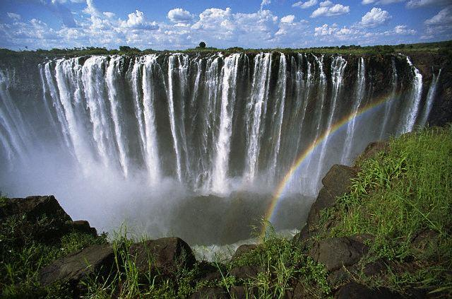 katha-rainbow-forms-as-the-turbulent-waters-of-zambezi-river-rush-over-victoria-falls