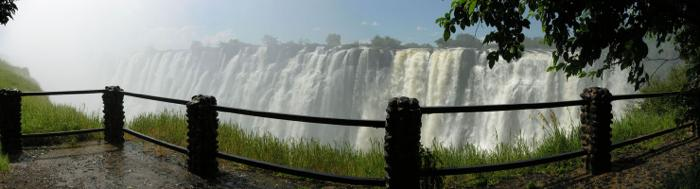 kathvictoria-falls-panorama-with-bride