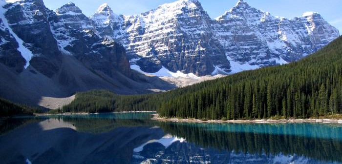 roc.Moraine_Lake_17092005