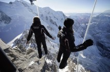 chamonix-skywalk-step-into-the-void-aiguille-du-midi-860