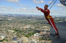 edgewalk-lakeside-toronto-cn-tower-woe8-690x460