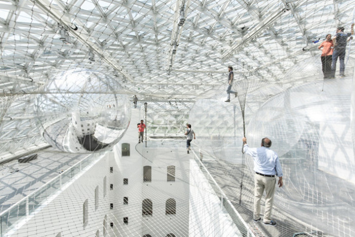 in-orbit-standehaus-dusseldorf-german-tomas-saraceno-2-690x460