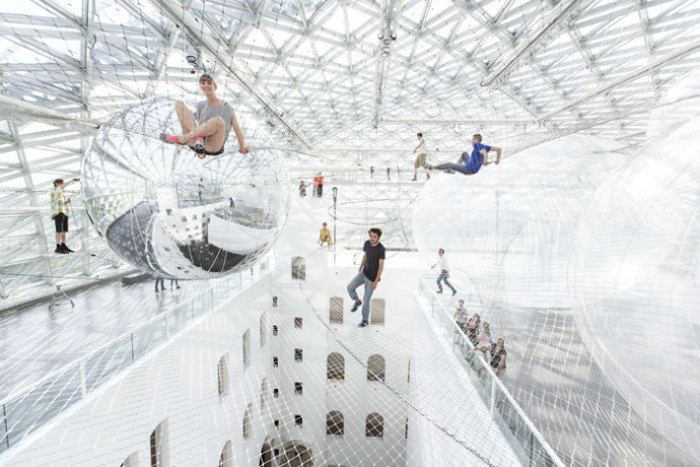 in-orbit-standehaus-dusseldorf-german-tomas-saraceno-5-690x460