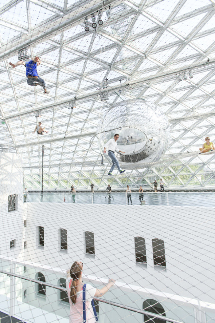 in-orbit-standehaus-dusseldorf-german-tomas-saraceno-9-690x1035