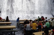 waterfall-restaurant-villa-escudero-resort-philippines-2 のコピー