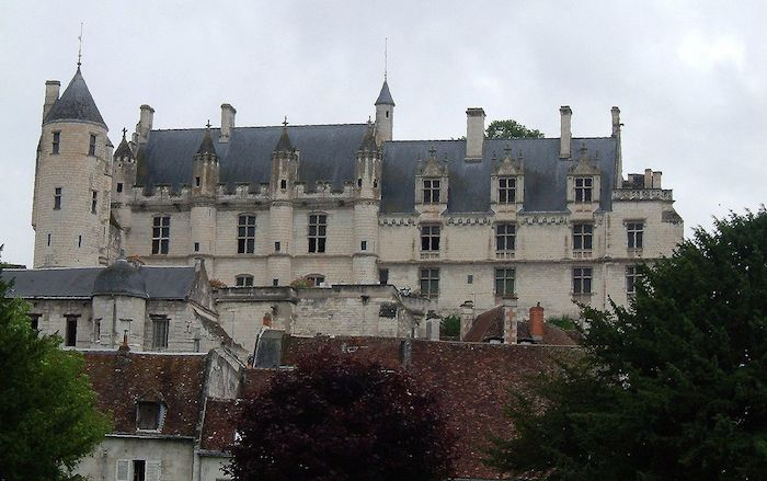1280px-Logis_royal_Loches