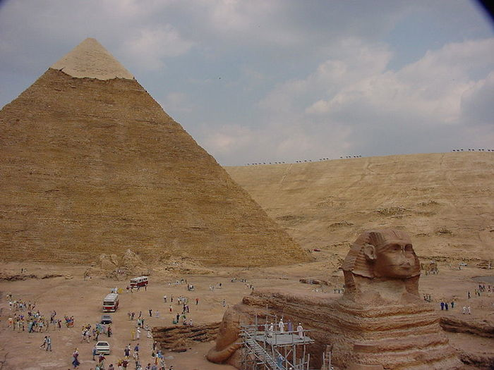 800px-Tobu_World_Square_Egyptian_Pyramid_1